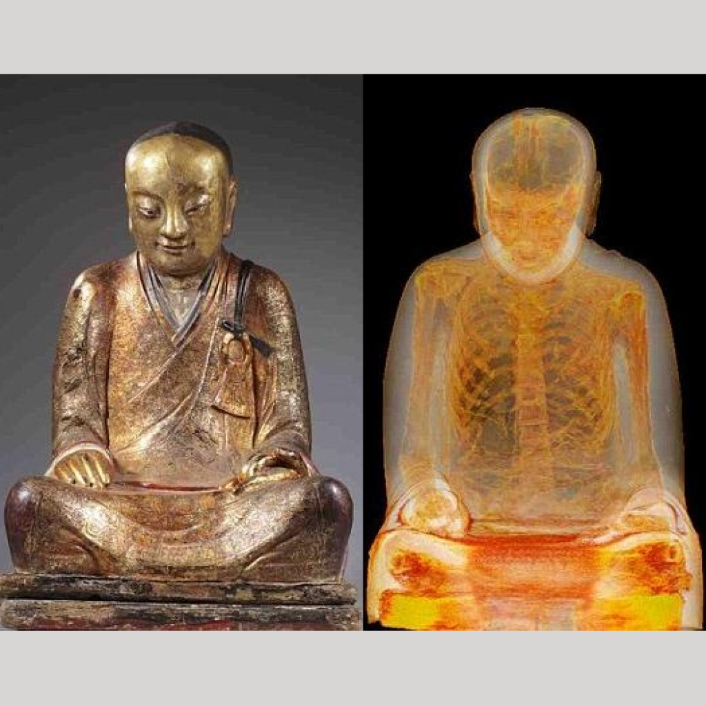монах в статуе