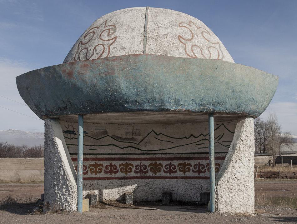 Советская автобусная остановка — Киргизия, г. Балыкчи