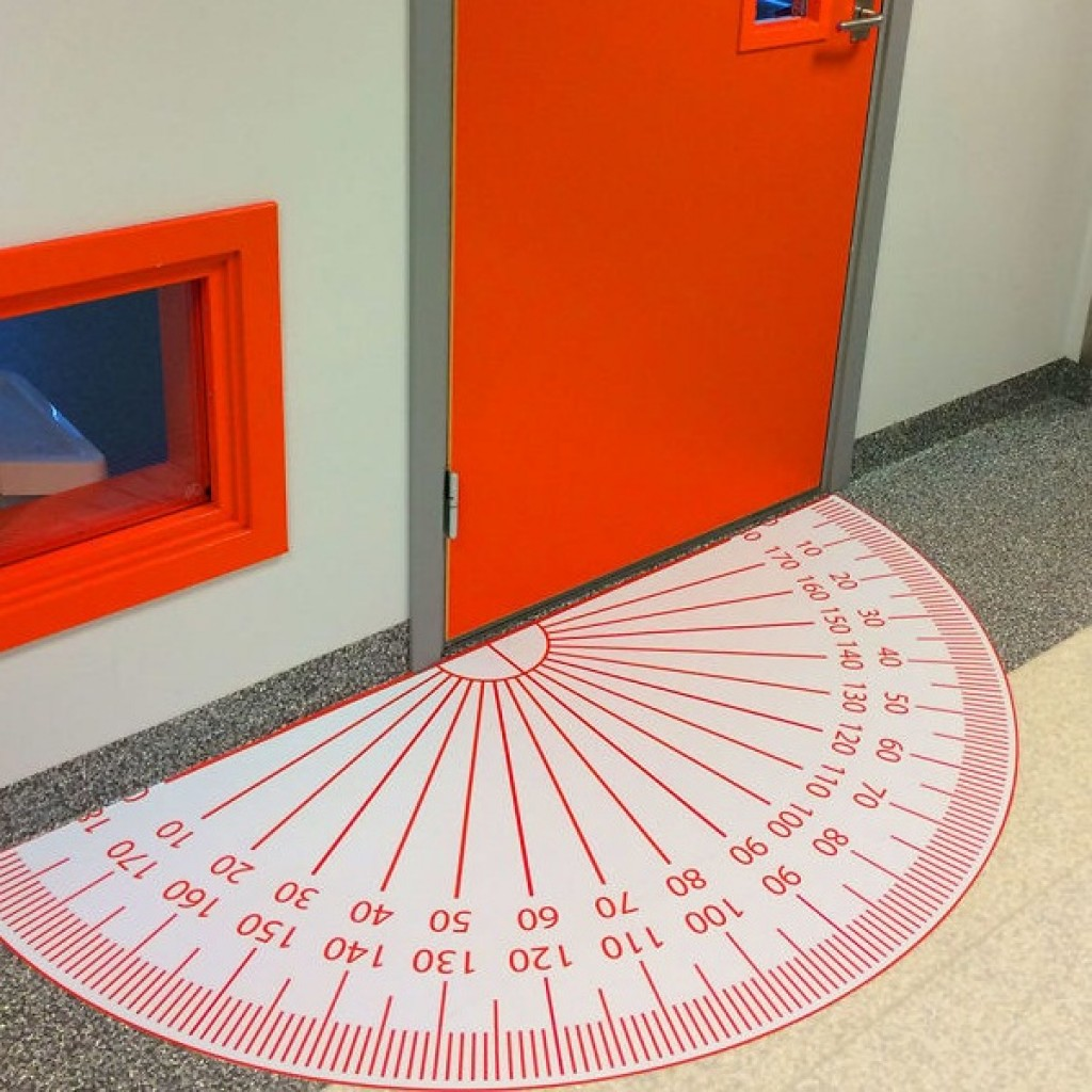 Двери в кабинет математики