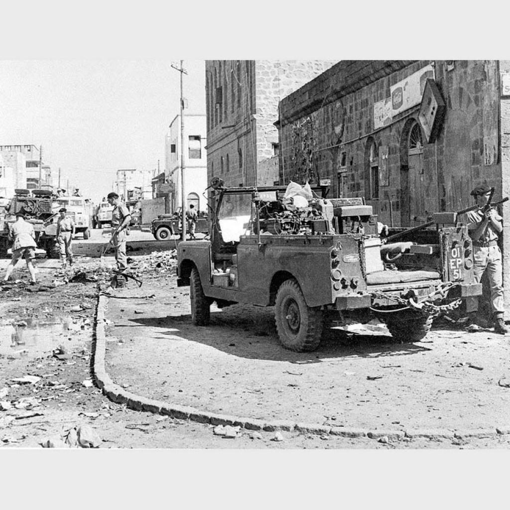 Британский патруль на месте очередного теракта в Адене, 1966 год