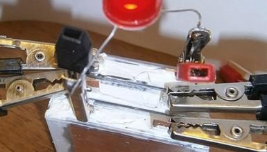 Украинские ученые создали батарейку, работающую 12 лет