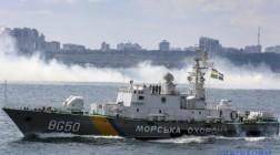 Российский пограничный корабль протаранил украинский буксир в Азовском море