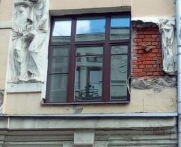 Символично: от московского «Дома с писателями» отвалился барельеф с Гоголем