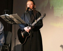 В РФ предложили отправить на «Евровидение-2017» монаха с «Молитвой Путину»