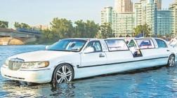По Днепру запустили плавающий лимузин