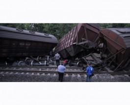Взрыв на железной дороге в Одессе: три вагона поезда сошли с рельс