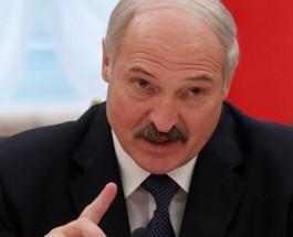 Лукашенко пинает больного льва