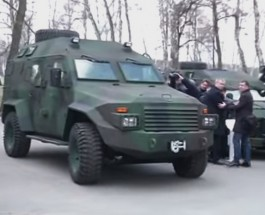 Украинским силовикам представили новые бронеавтомобили «Барс-8»