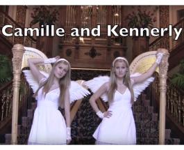 Американские сестры-близнецы Камилла и Кеннерли Китт играют на арфах классику рока