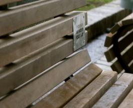 Киевляне могут заказать установку именных скамеек в парке
