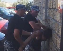 Крымский «Беркут» встречает туристов головой о стену