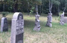 В Бабьем Яру восстановили старинные надгробные памятники
