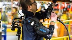 Работники Ford на заводах будут использовать экзоскелеты