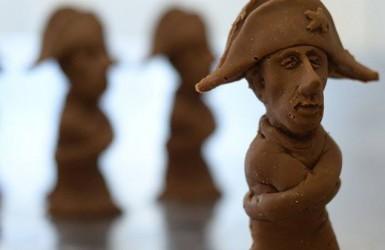 Во Львове на шоколадного Путина надели смирительную рубашку