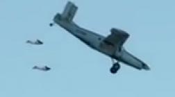 Французские вингсьютеры запрыгнули в летящий самолет