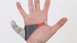 Новозеландский дизайнер Дани Клод разработала протез дополнительного большого пальца