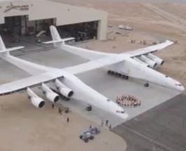 В США вывезли из ангара самый большой в мире самолет