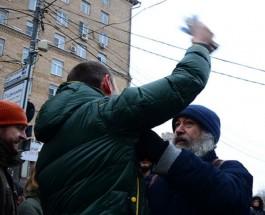 «Антимайдан» сорвал антивоенный пикет в Москве