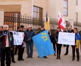 В Грузии прошла акция поддержки под украинскими и крымскотатарскими флагами