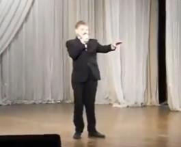«Владимир Путин – молодец!» — ребенок исполняет хвалебную оду Путину на песенном конкурсе