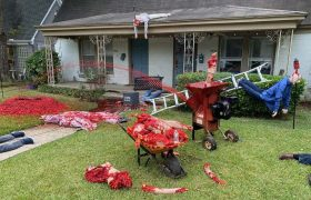 Трохи перестарався: у США чоловік так налякав сусідів оздобленням будинку до Хелловіну, що ті викликали поліцію