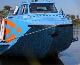 С 7 августа по Днепру будет ходить скоростной прогулочный катер «Полесье 1»