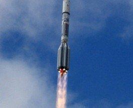 """Ракета """"Протон"""" упала со спутником """"Экспресс"""""""