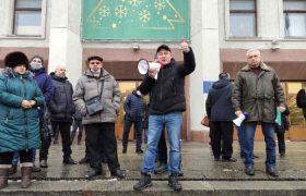 Украина: между российским молотом и олигархической наковальней