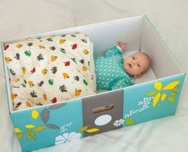 Власти Финляндии при рождении ребенка дарят молодой семье подарки