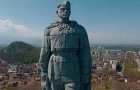 Країна тотального фейку, або «Стоит под горою Алёша — в Болгарии русский солдат»